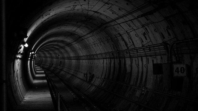 「愛の迷宮‐トンネル‐」おもしろい?